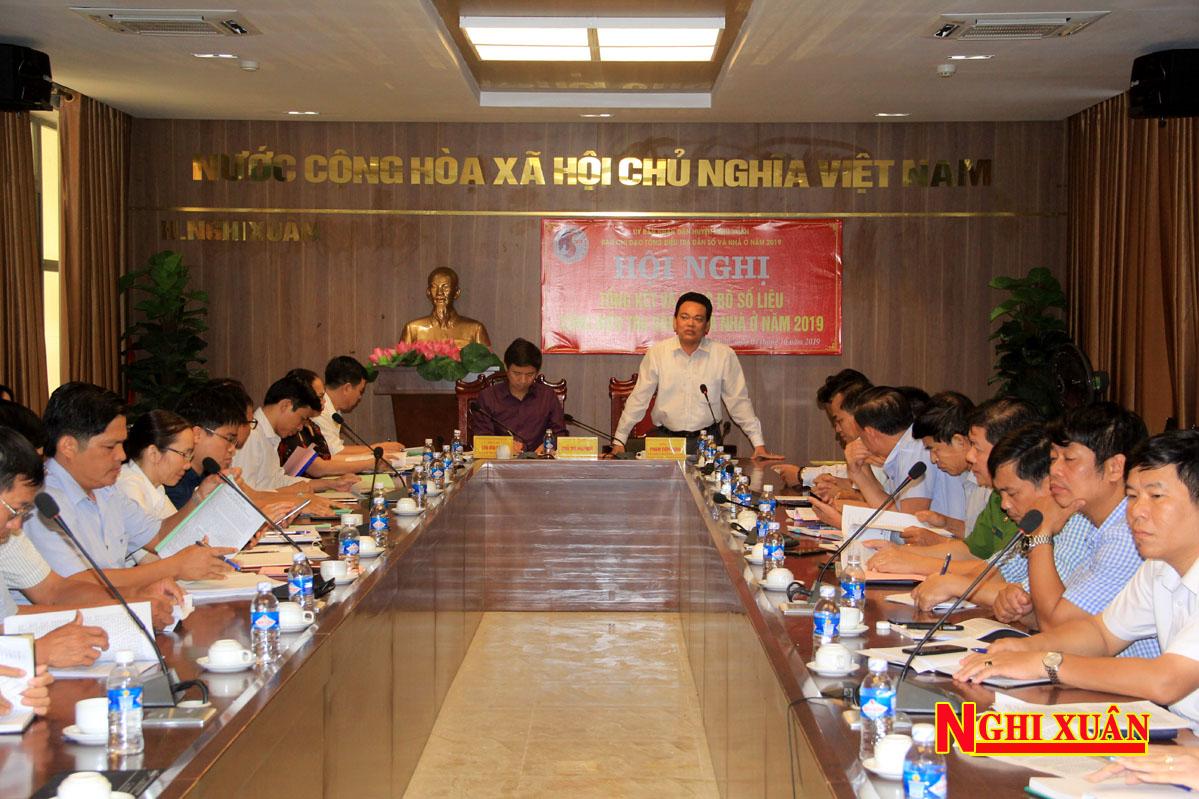 Phó Chủ tịch UBND huyện Phạm Tiến Hưng – Trưởng ban Chỉ đạo tổng điều tra dân số và nhà ở huyện Nghi Xuân chủ trì hội nghị