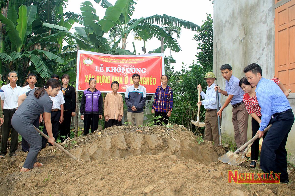 """Khởi công xây nhà Đại đoàn kết cho hộ nghèo trên """"ốc đảo"""" Hồng Lam"""