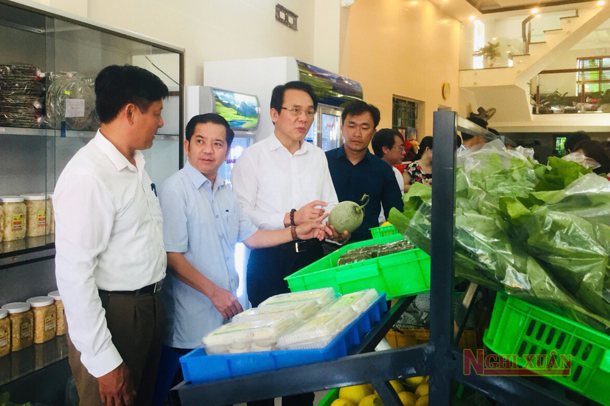 """Nghi Xuân khai trương cửa hàng """"nông sản an toàn"""" giới thiệu sản phẩm đến người tiêu dùng"""