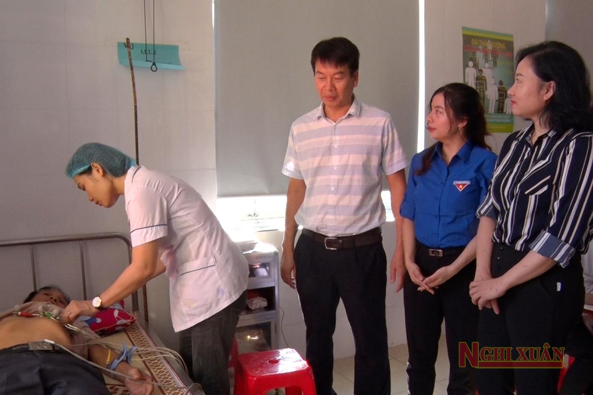 Khám, cấp phát thuốc miễn phí cho 250 đối tượng chính sách ở thị trấn Xuân An