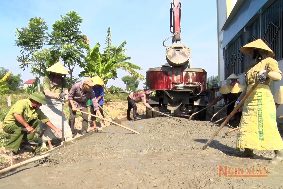 Xuân Hội huy động sức dân mở rộng đường giao thông nông thôn