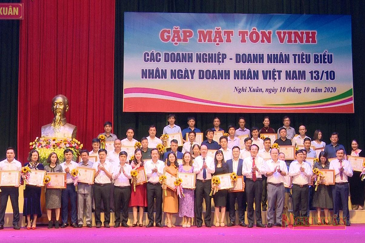 Nghi Xuân vinh danh 34 doanh nghiệp, HTX và 8 cá nhân kinh doanh giỏi năm 2020
