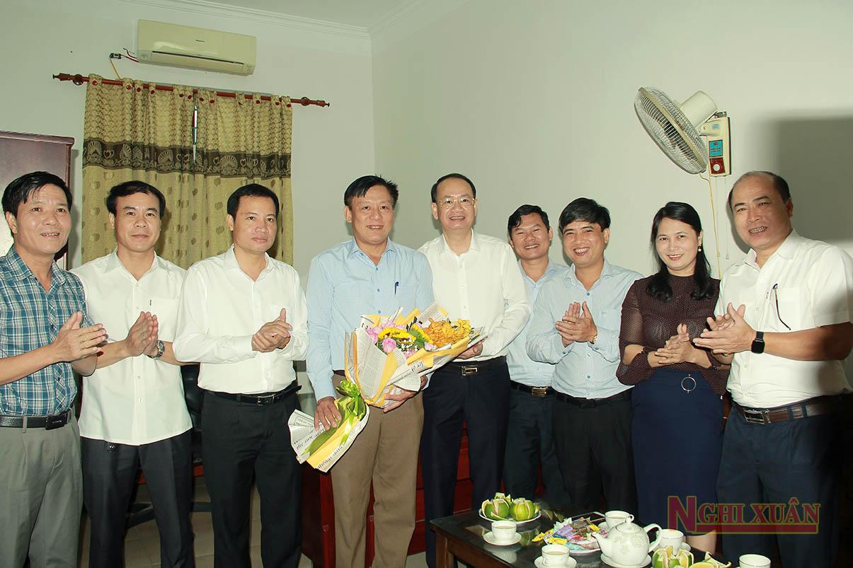 Lãnh đạo Nghi Xuân chúc mừng Hội Nông dân huyện nhân kỷ niệm 90 năm ngày truyền thống