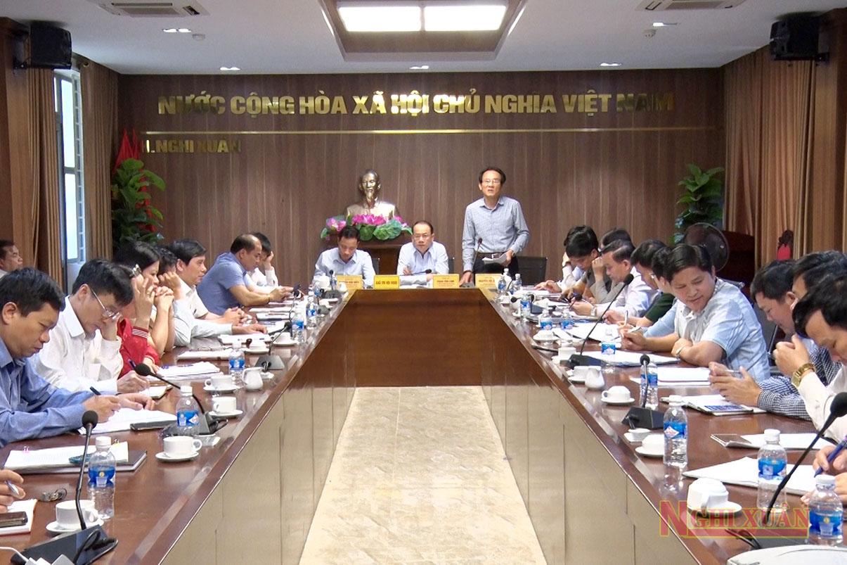 Cùng tham gia có các Ủy viên Ban Thường vụ Huyện ủy