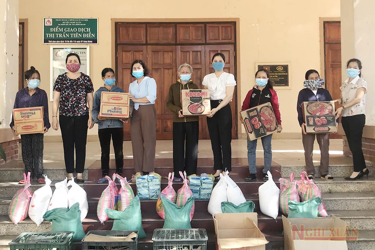 Phụ nữ Nghi Xuân huy động trên 60 triệu đồng trao quà nhân Ngày Gia đình Việt Nam